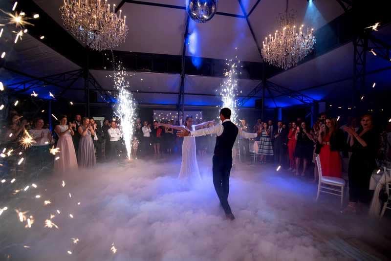 Dj mariage paris, ouverture de bal, fumée lourde, danser sur les nuages